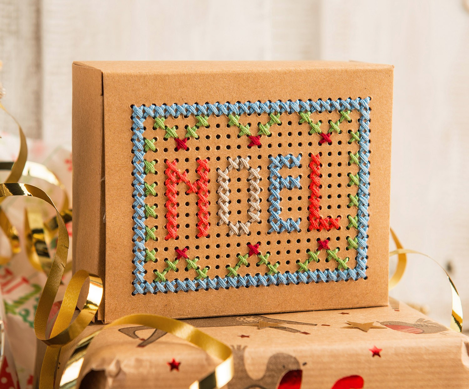 Stitchable Gift Boxes Kraft - issue 325. Use discount code CHRISTMAS17